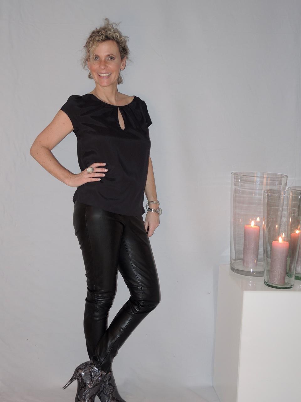 bluse lederhose women2style. Black Bedroom Furniture Sets. Home Design Ideas