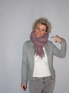 Poncho Strick Rosa als Schal
