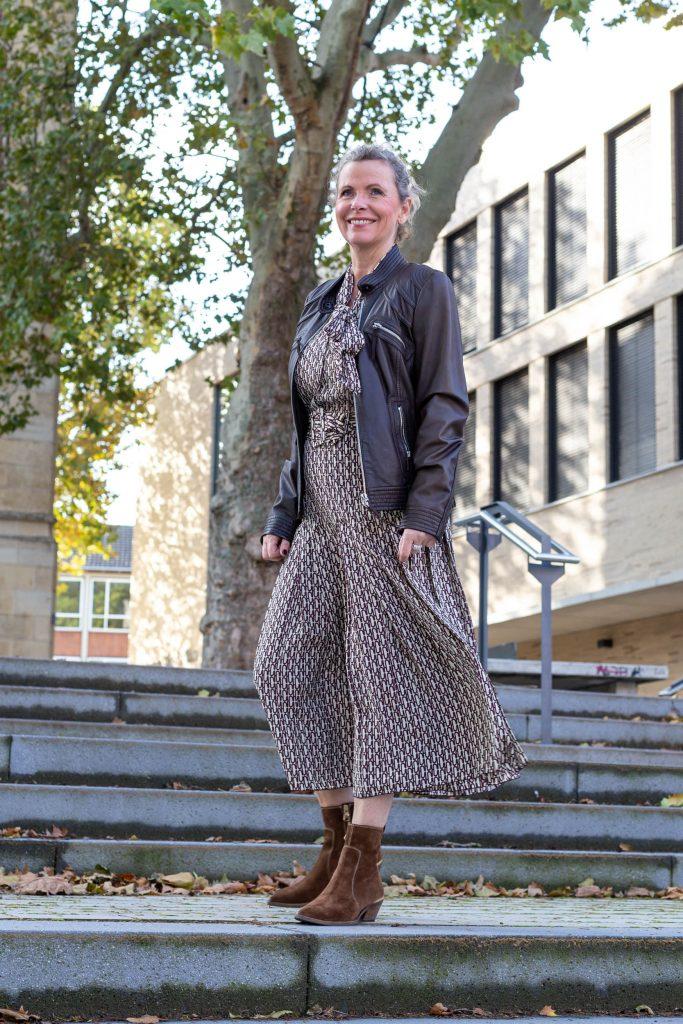 women2style, 50 plus, Kleid, Herbstoutfit, kurze Jacke ...