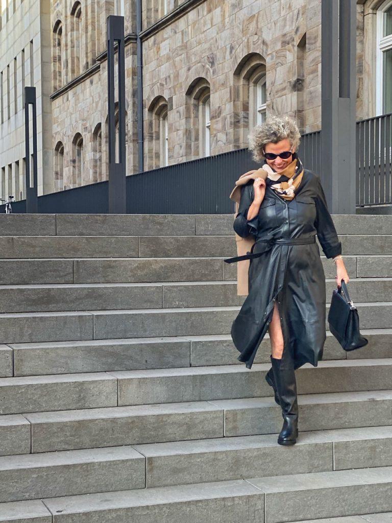 women2style-Lederkleid-Herbstoutfit-Herbst2020-50plus-7