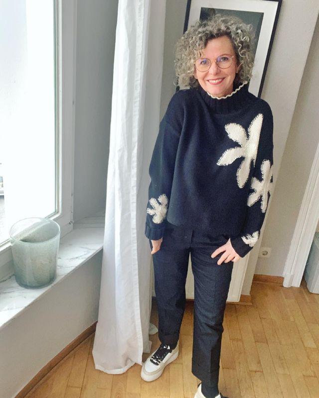 Flowering 🌸  in black and white 🖤🤍 . Habt einen schönen Samstag 🌸 ich werde mir heute endlich meinen Schrank vornehmen und schauen was bleiben und was gehen darf 🌸 dann bin ich wirklich frühlingsbereit 🌸 . Und ihr so?  .  📌Werbung weil Verlinkung im Bild 📌 . #blackandwhite #flowering #german_blogger #easystyle #ü50 #styleover50 #over50style #50plusstyle #ü50blogger #womenwithstyle #classy #effortless #fashioninspo #outfitinspo #styleinspo #bestager #bestager50plus #over50blogger #overfifty #over50 #50pluswomen #fashionover50