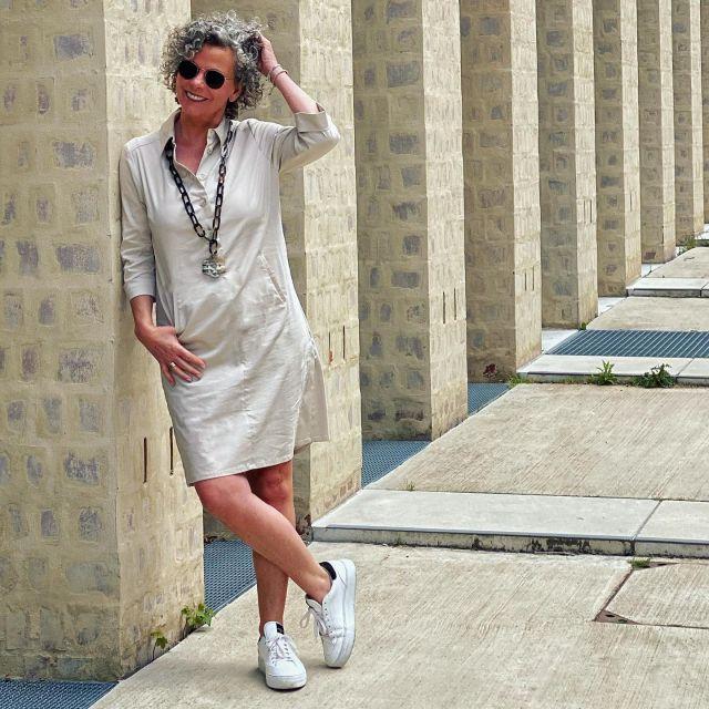 Werbung  Endlich Kleiderwetter ☀️ was ich an Kleidern besonders liebe ist, dass sie so unkompliziert sind - anziehen, fertig!  Dieses Kleid von @ateliergoldenerschnitt ist genauso wie ein sportives Kleid sein soll. ☀️ Es passt zum Businesstermin genauso, wie zum Shopping oder zur Radtour - durch den Stretchanteil ist es ultrabequem.☀️ Mehr zum Kleid und zum Schnitt erfahrt ihr in der Story!  Als Typberaterin kann ich nur sagen - Daumen hoch - endlich mal Kurzgrößen, die den ganzen Schnitt berücksichtigen. Und nicht nur die Länge ist fast wie maßgeschneidert!  . Einen Code hab ich auch für Euch: bis zum 31.7.21 bekommt Ihr mit SUSANNE20, 20% auf das gesamte Sortiment. Den Link gibt's in der Story!  . Genießt die Sonne ☀️ .  #cleanstyle #ateliergoldenerschnitt #easystyle #ü50 #styleover50 #over50style #50plusstyle #ü50blogger #womenwithstyle  #klassiker #classy #effortless #effortlesschic #fashioninspo #outfitinspo #styleinspo #bestager #bestager50plus #over50blogger #overfifty #over50 #50pluswomen #fashionover50