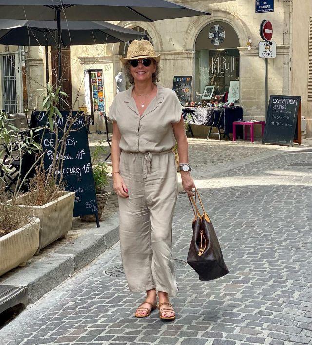 Im Jumpsuit durch Avignon ☀️ So ein schönes Städtchen 😍 . Werbung Der lässige Jumpsuit ist von @storyofmine_com. Mit women2style15 gibt's nochmal für 48 Std (bis So Nachmittag ) 15% für Euch! ❣️ Den Link gibt's in der Story … . Strawling through Avignon in my cosy jumper 💞 . #storyofmine #jumpsuit #reiselust #women2style #unterwegs #50plus